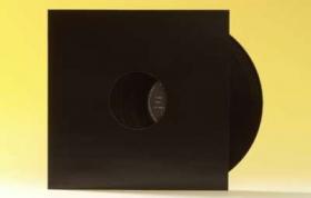 33trs/maxi 45 grande pochette carton noire \'dos carre\'\' avec trou*10