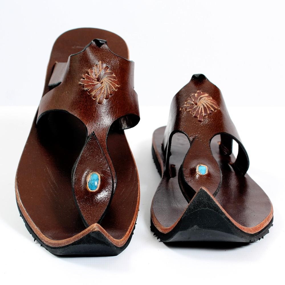 tong en cuir mughda marron fonc taille 36 femme chaussures sandales bottes. Black Bedroom Furniture Sets. Home Design Ideas