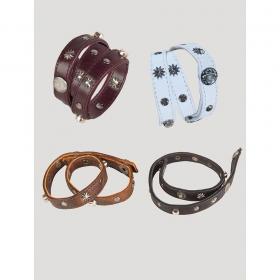Bracelet en cuir avec clous en métal
