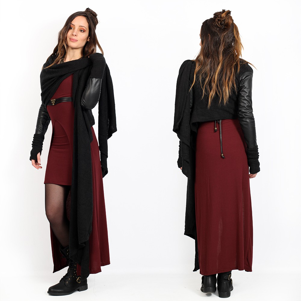 châle noir à manches en simili cuir  yggdrazil aeriz, gilet en grosses mailles avec manches en faux cuir, pull asymétrique court derrière avec deux grands pans que tu peux rabattre en écharpe, mitaines intégrées, parfait pour une robe longue,
