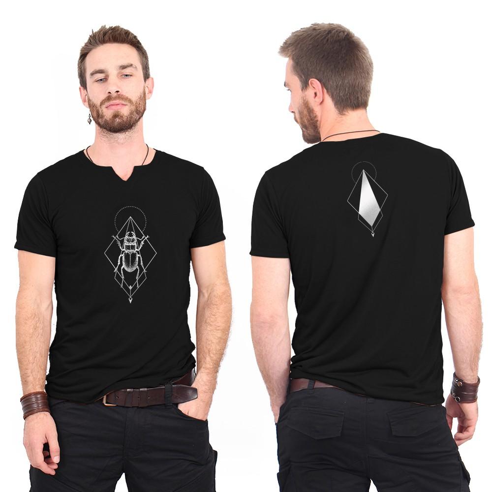 """T-shirt col V \""""Scarab spirit\"""", Noir et argent"""